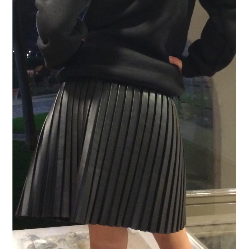 jupe simili cuir sur look de momes v tements pas cher pour enfants fashion. Black Bedroom Furniture Sets. Home Design Ideas